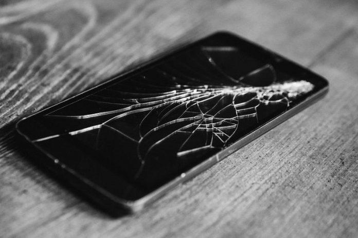 cómo arreglar la pantalla de un teléfono inteligente que está roto